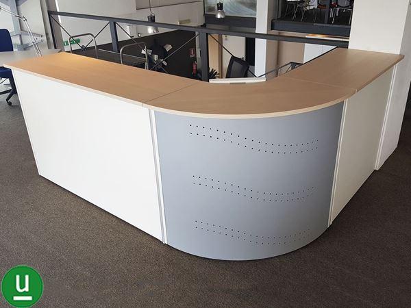 Bancone reception ask angolare arredamento completo casa for Reception per ufficio
